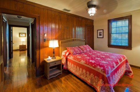 Rinehart Cottage bedroom 1: queen bed