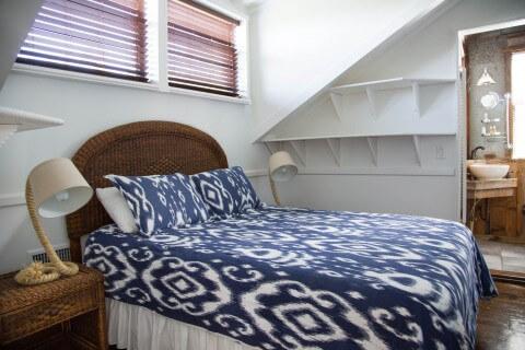 Upstairs bedroom - Osprey Cottage queen bed