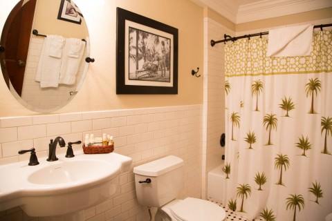 Rinehart Cottage bathroom