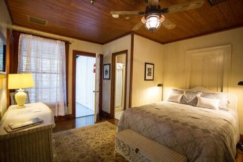 Room #5 Queen Bed bedroom